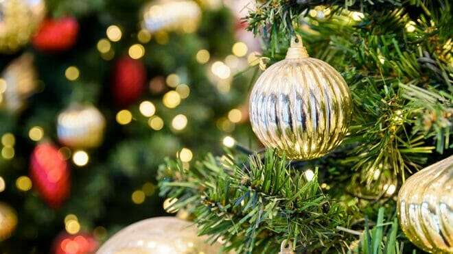 christmas tree with gold ornaments, holiday tour of homes