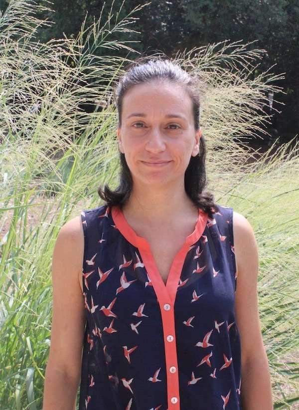 Bochra Bahri, PhD plant pathology fighting dollar spot